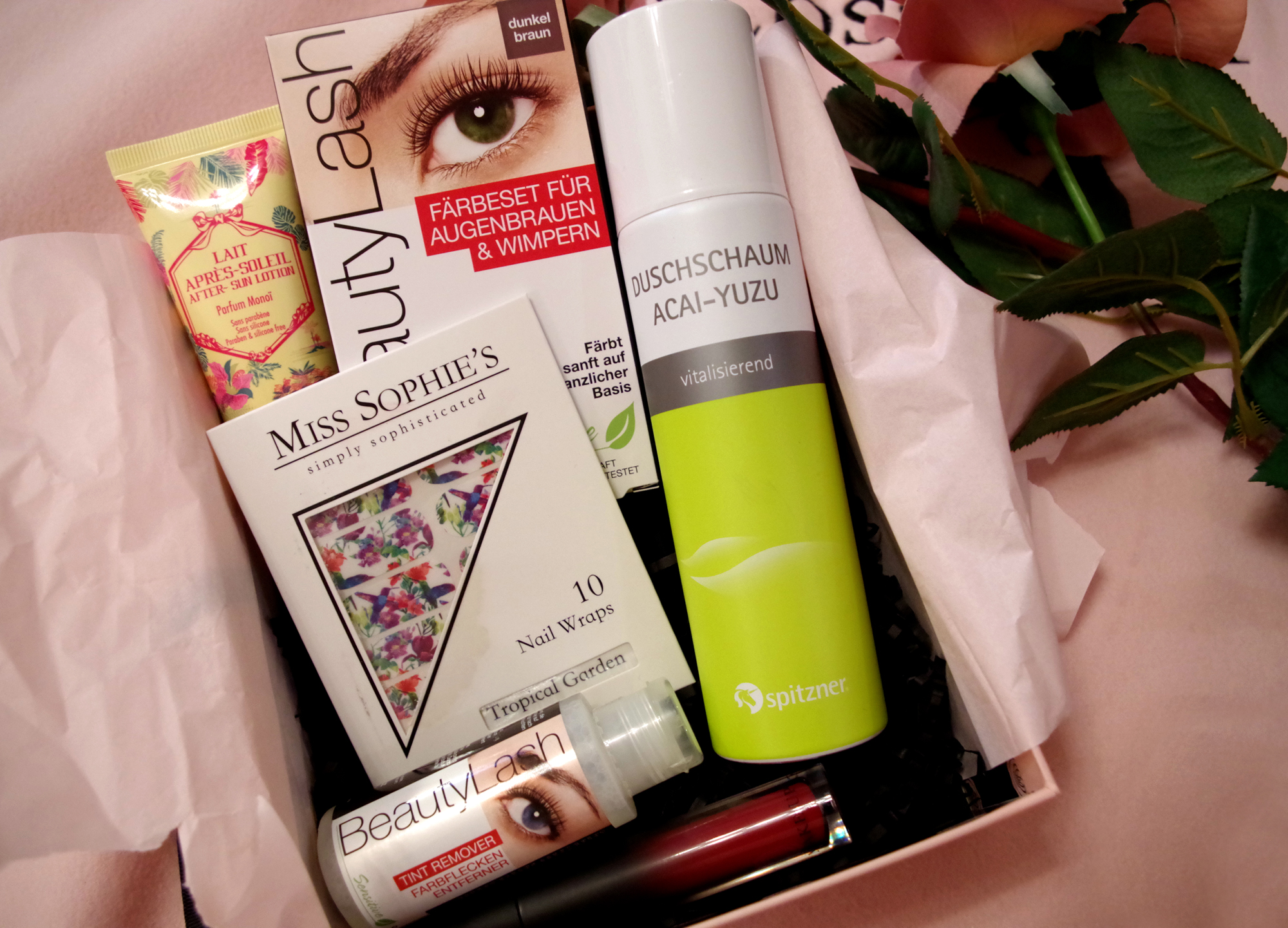 Glossybox-Inhalt-2016-pretty-picknick-glossy-fleurrly.jpg