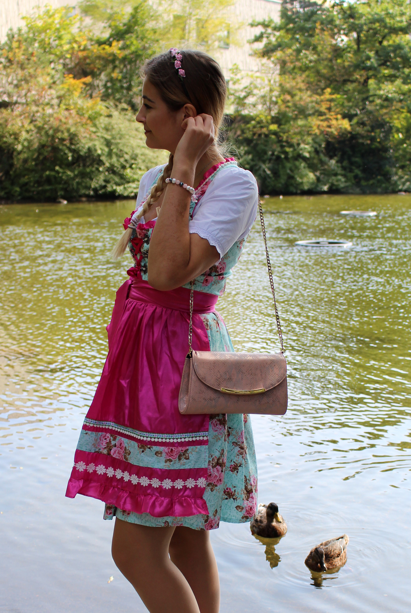 thomas-sabo-dirndl-schmuck-outfit-wiesn-oktoberfest-look-fleurrly-full-look-tanja.jpg