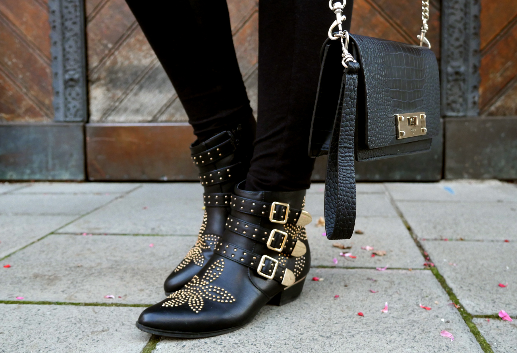 Lace-Sweater-and-studded-boots-susanna-look-a-like-dupes-shoes-nieten-guess-bag-look-munich-tanja.jpg