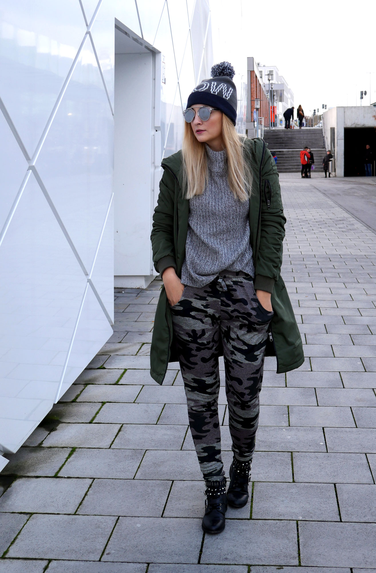 camouflage-look-khaki-jogger-parka-steve-madden-munich--outfit-ootd-blogger-dior.jpg