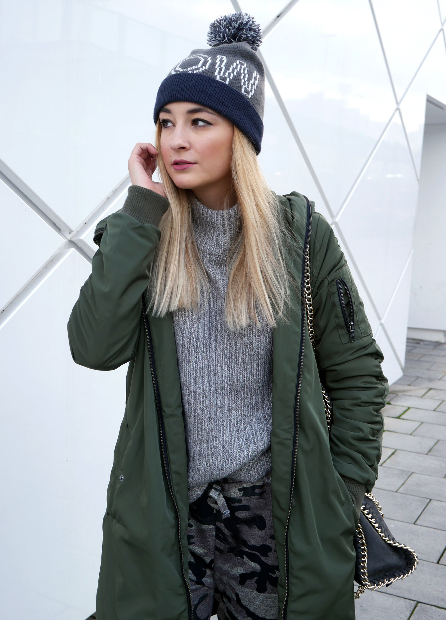 camouflage-look-khaki-jogger-parka-steve-madden-munich-detail-wow-knit-pullover-hm-blogger-dior.jpg