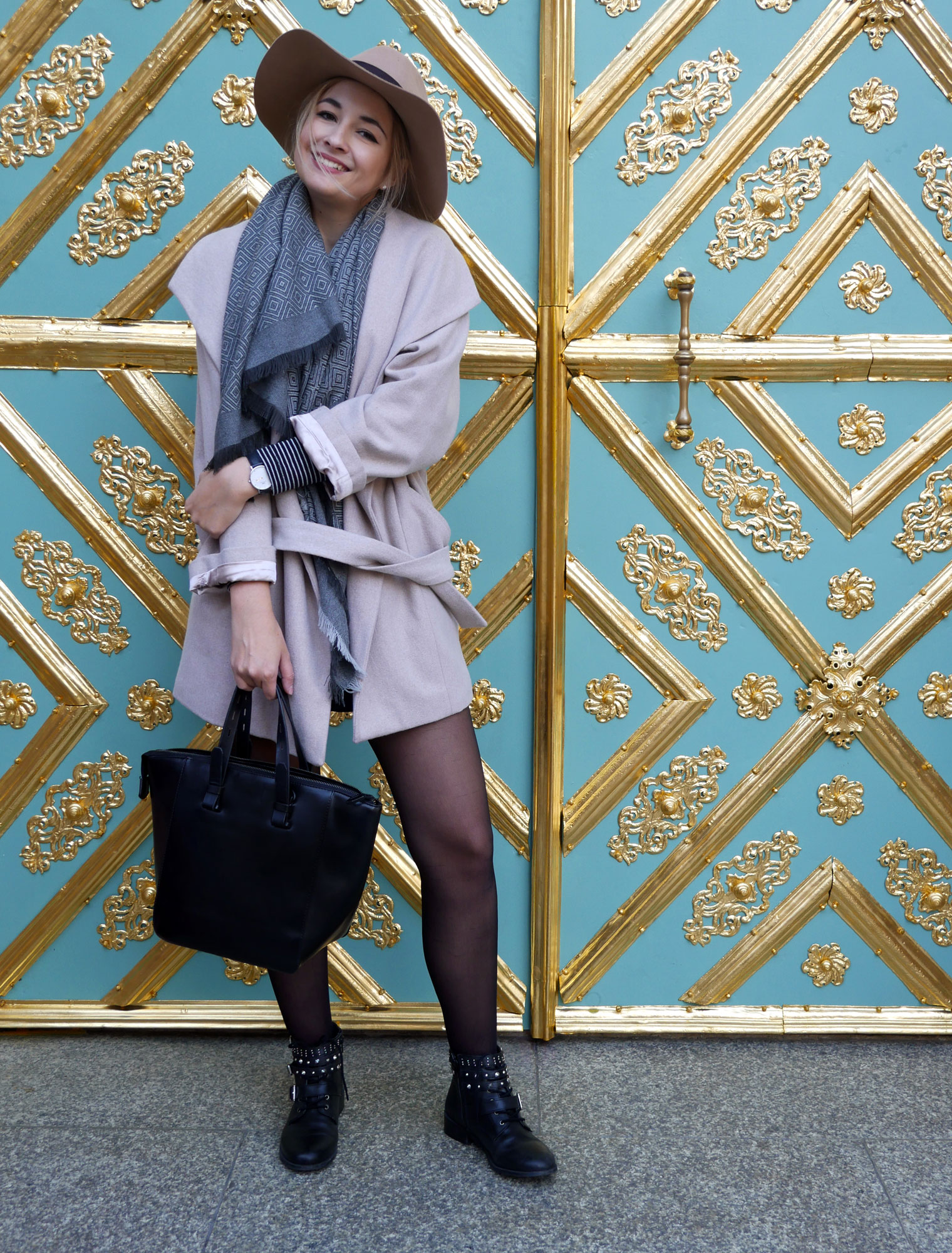 bloglightmag-feature-magazin-fleurrly-girl-personal-happy-outfit-blogger-hut-muenchen-ootd-offshoulder-herbst.jpg